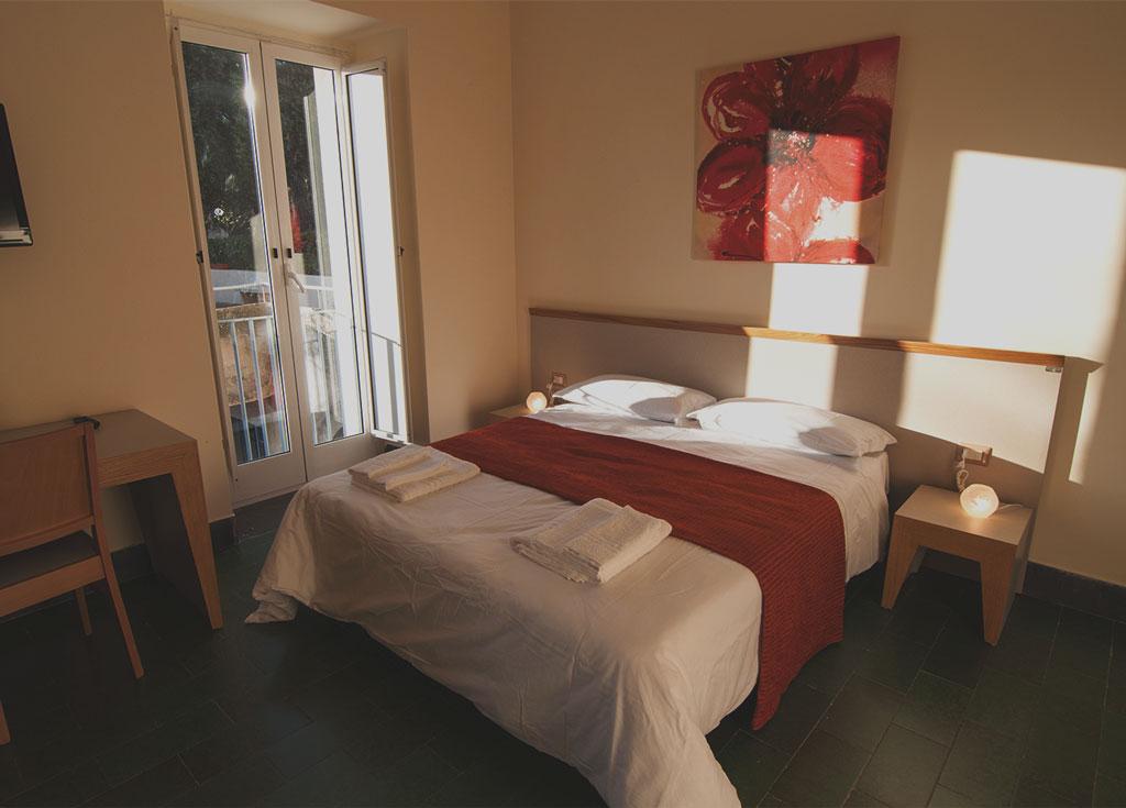camera dell'albergo con vista sul golfo di Napoli