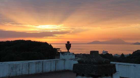 vista del golfo al tramonto dalla terrazza di Villa San genariello